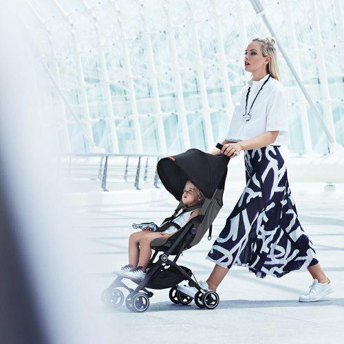 Gb Pockit+ Stroller – Silver Fox Grey Lifestyle