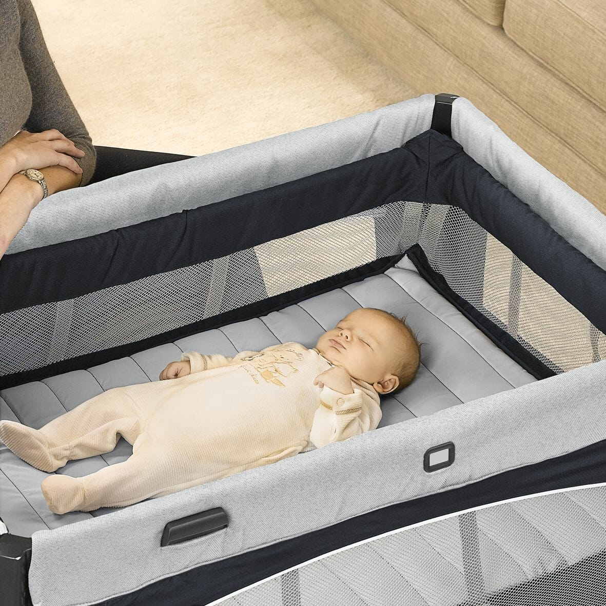 Chicco Lullaby Easy Luxury Portable Baby Centre bassinet